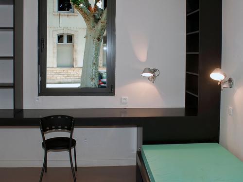 Logement individuel  RESIDENCE CHABRAN (1 Avenue St Jean - 84000 AVIGNON (email: cu.chabran@crous-aix-marseille.fr))